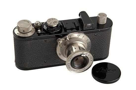 9: Leica: Standard  Black