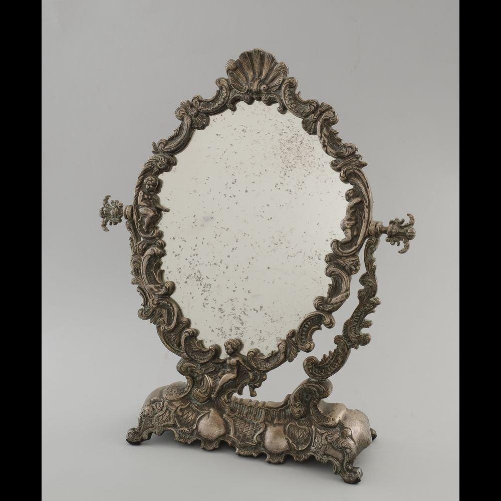 Elegant pivoting mirror with a pedestal