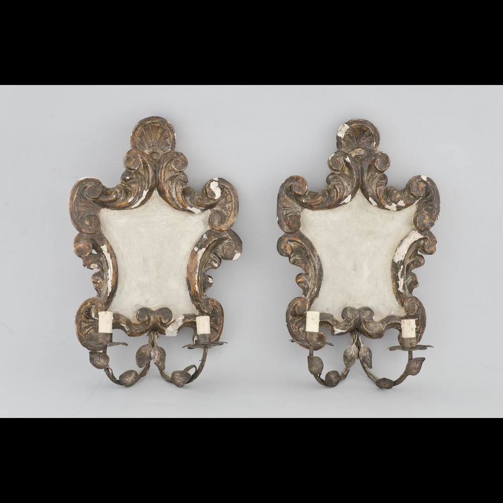 Pair of brackets with two branches in sculpted wood