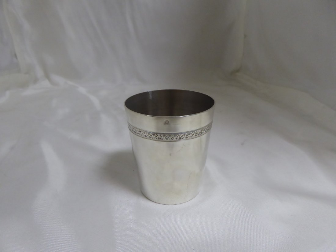 Straight tumbler in solid silver