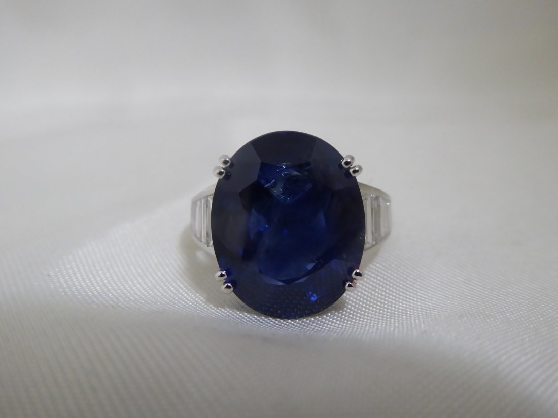 13.83 cts. Sapphire 1.06 cts. Diamond white gold Ring