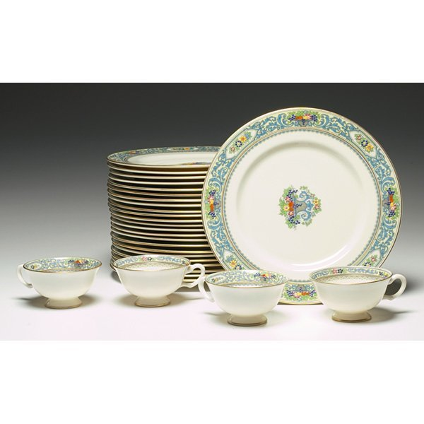 1321: Lenox china, The Autumn and Trent patterns,78 pie