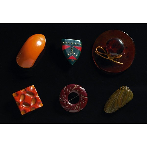 1821: Bakelite pins, eight, assorted colors