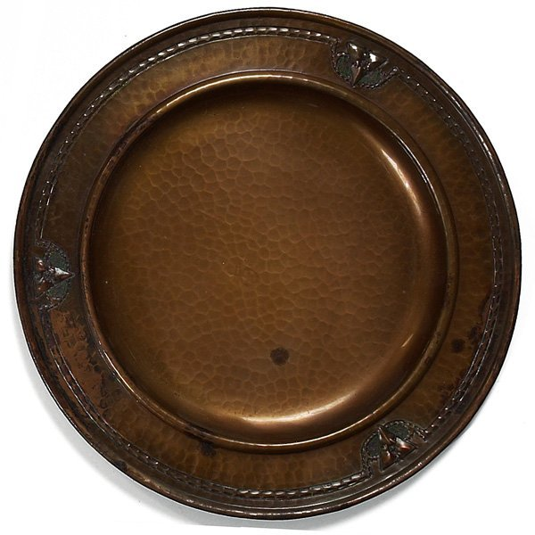 1214: Roycroft tray, round form in hammered copper