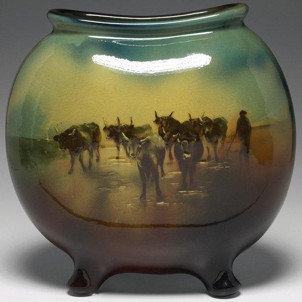 1526: Lonhuda vase, pillow form man herding oxen