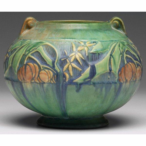 1529: Roseville Baneda vase, bulbous shape in green