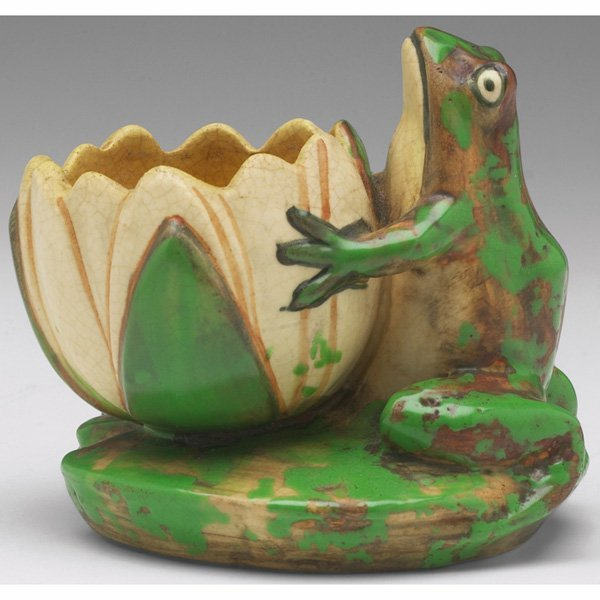 1530: Weller Coppertone vase, frog and lily pad