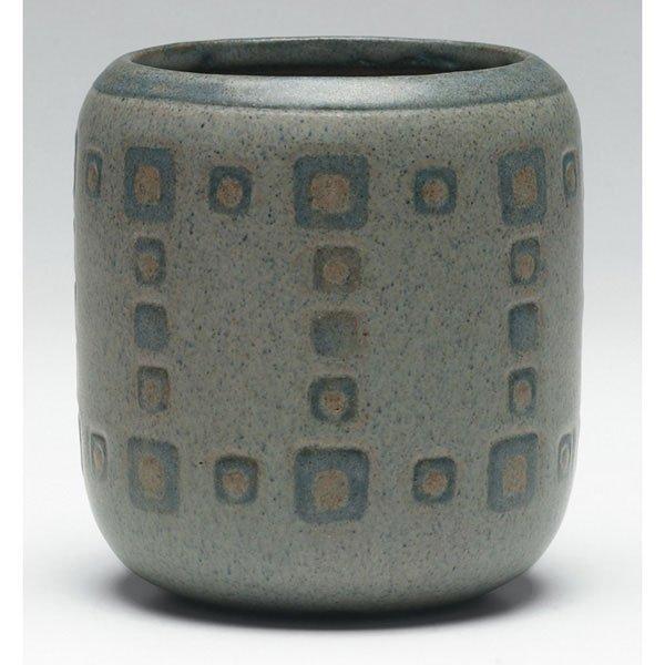 6: Marblehead vase, cylindrical shape geometric