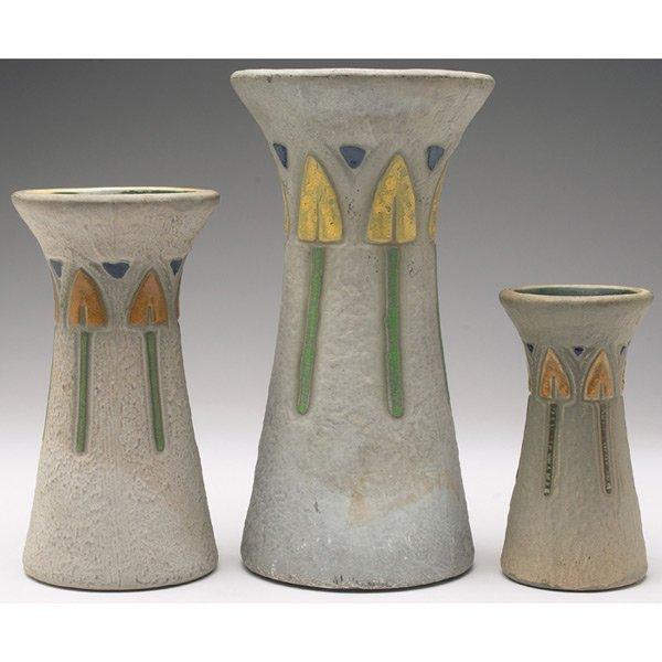 16: Roseville Mostique vases
