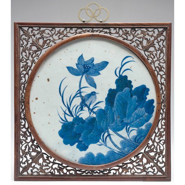 599: Chinese Export plaque, decorated with blue flowers