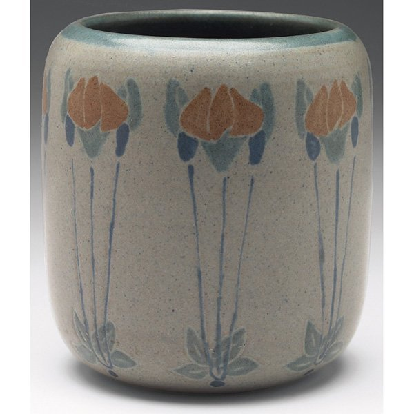 11: Good Marblehead vase, cylindrical shape floral deco