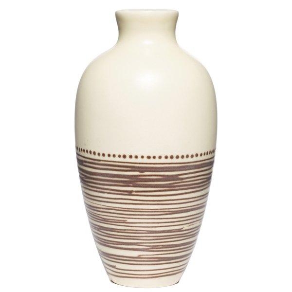 17: Kenton Hills vase, shouldered form