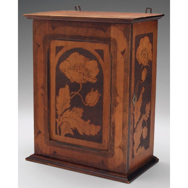 25: Cincinnati Art Carved box, attribution
