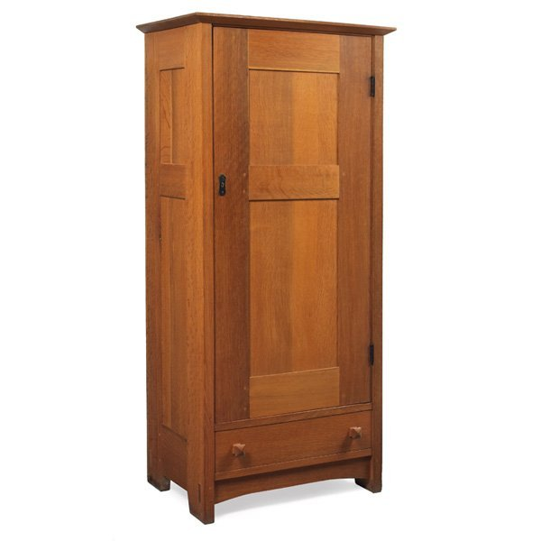 17: Gustav Stickley wardrobe, Model No. 624