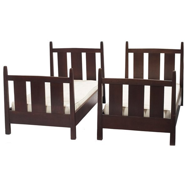 Gustav Stickley beds #923