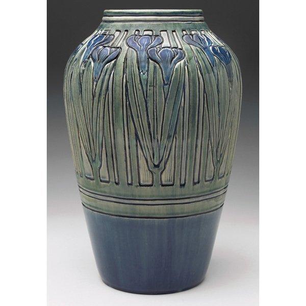 Newcomb College vase #AH64