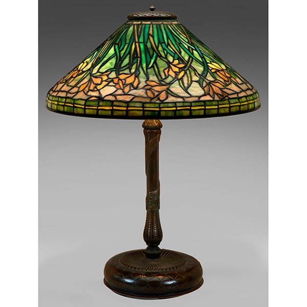 Tiffany Studios table lamp, daffodil pattern, shade