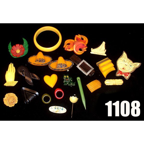1108: Vintage Bakelite and hard plastic, pins and acces