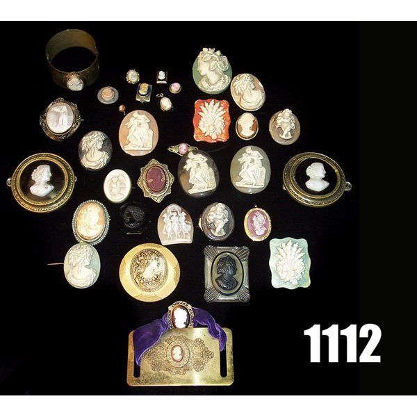 1112: Vintage Cameo style jewelry, pins and bracelets