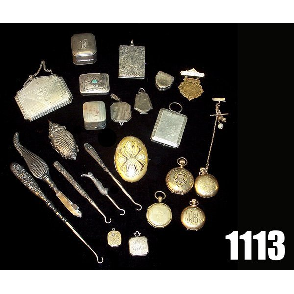 1113: Vintage boxes, compacts and shoe accessories, som