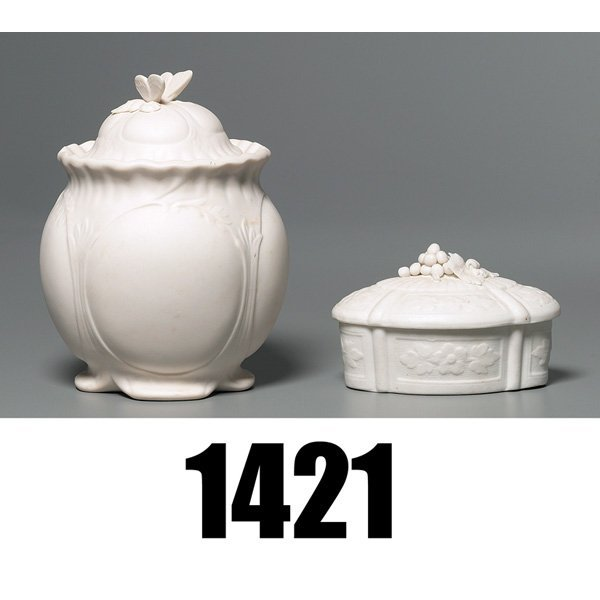 1421: Parian Ware covered vessel, w/Parian Ware covered