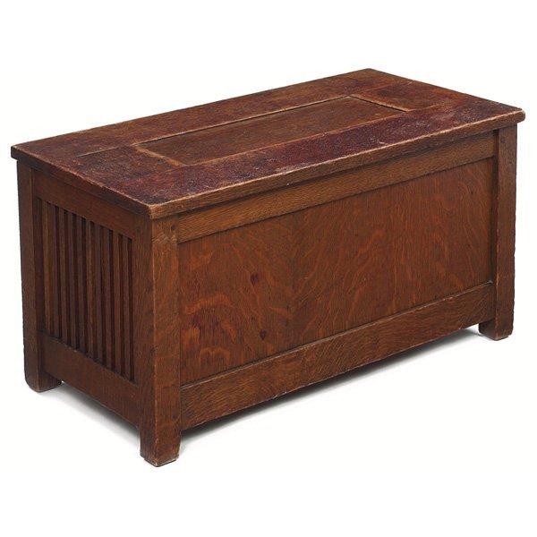 16: Gustav Stickley shirtwaist box, paneled top