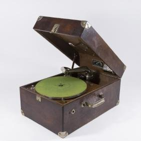 Victor Victrola VV-50 Portable Suitcase Phonograph