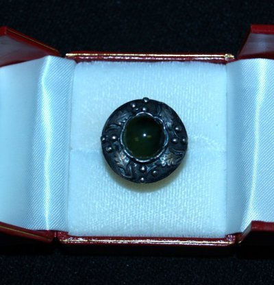 21: SILVER LADIES RING WITH GREEN STONE