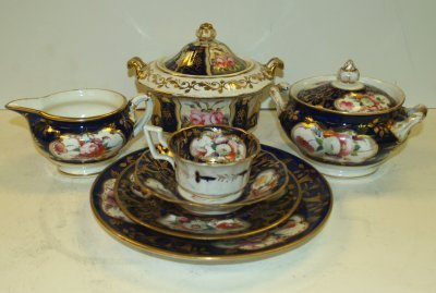 11: COLLECTION OF ENGLISH PORCELAINS