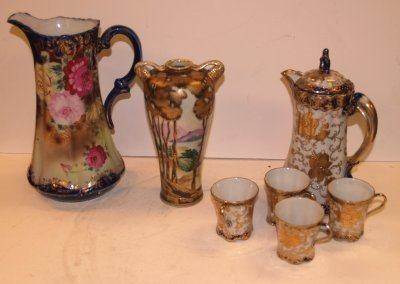 12: COLLECTION OF JAPANESE PORCELAINS