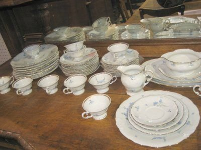 817: FORGET ME NOT DINNERWARE