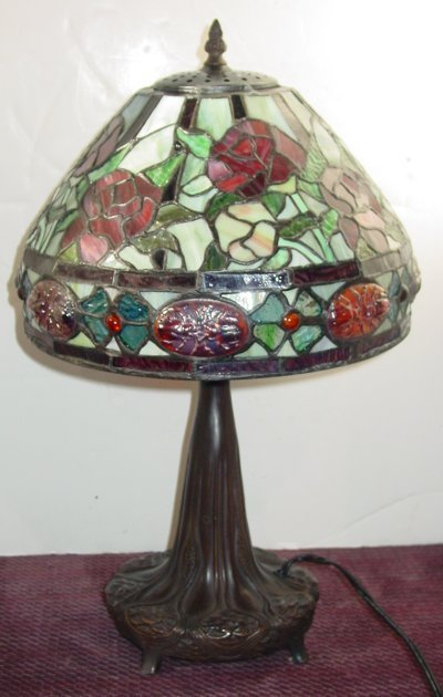 819: LEADED GLASS TABLE LAMP