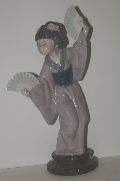 830: LLADRO JAPANESE GIRL WITH FAN