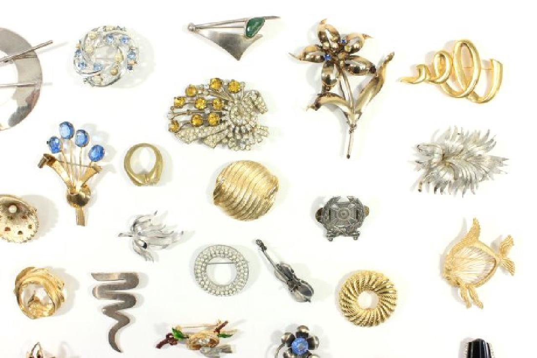 Tray of Vintage Costume Jewelry - 3