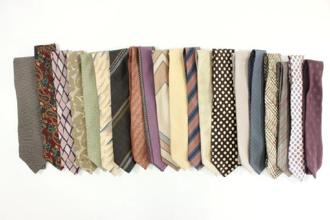 Lot 20 Men's Designer Vintage & Contemporary Ties