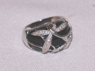 792: 14KT ENAMELED RING WITH DIAMOND CHIPS