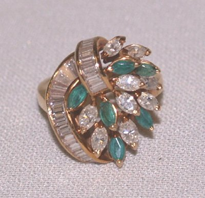 796: 18KT DECO DIAMOND & EMERALD RING