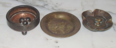 2: GROUP LOT OF VARIOUS ASHTRAYS