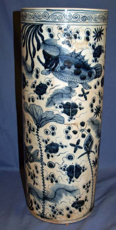 28: 20TH C. ORIENTAL STAND WITH FISH DECORATION