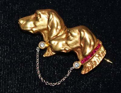 601: JEWELRY. 18KT DIAMOND & RUBY PIN WITH DOGS