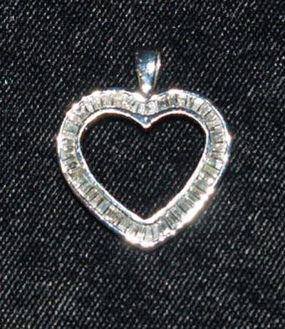 606: JEWELRY. 14KT WHITE GOLD HEART