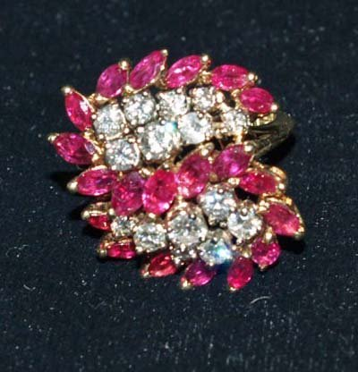 614: JEWELRY. 14KT YELLOW GOLD & RUBY RING