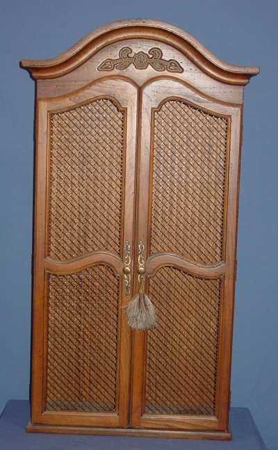 33: COUNTRY FRENCH HANGING CABINET