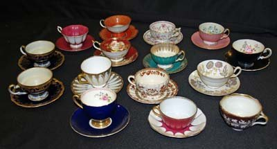 43: 15 CHINA CUPS & SAUCERS