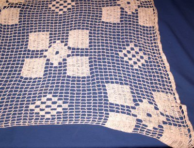 21: CROCHETED TABLE CLOTH
