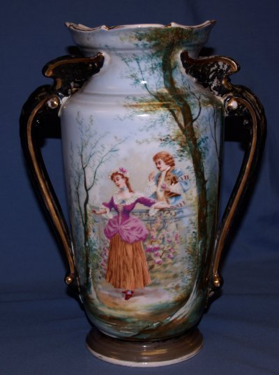 42: OLD PARIS PORCELAIN VASE OF 2 LOVERS