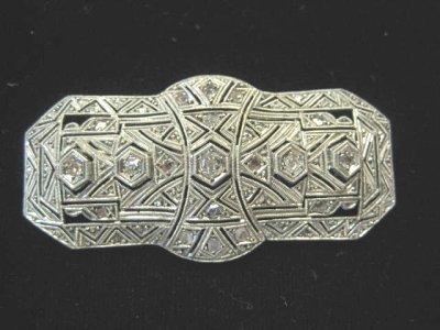 557: ART DECO PLATINUM & DIAMOND BROOCH