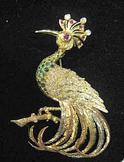 566: 18 KT GOLD JEWELED BIRD BROOCH WITH DIAMOND