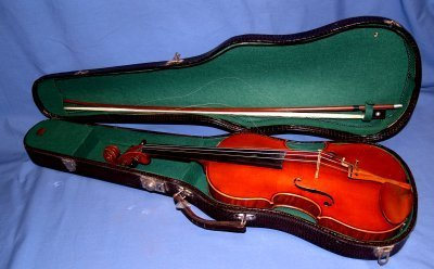 757: VIOLIN IN CASE WITH BOW
