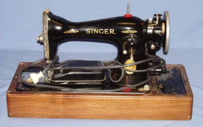 31: SINGER SEWING MACHINE